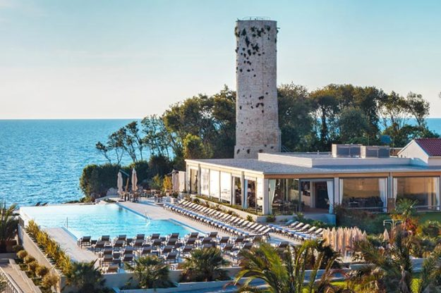 Isabella-Miramare-Restaurant-and-Pool-01